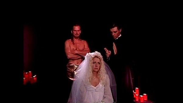 Порно толпа мужиков ебут невесту