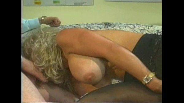Зрелые девушки у гинеколога видео
