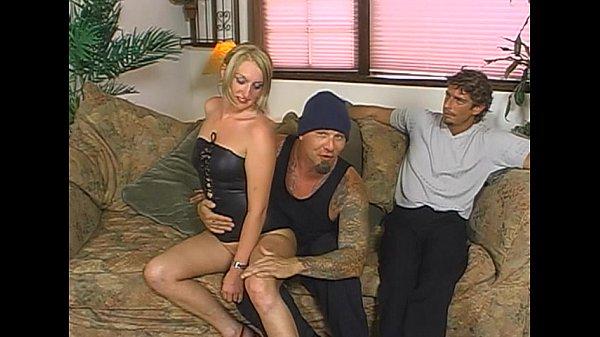 Секс со стройной зрелой брюнеткой