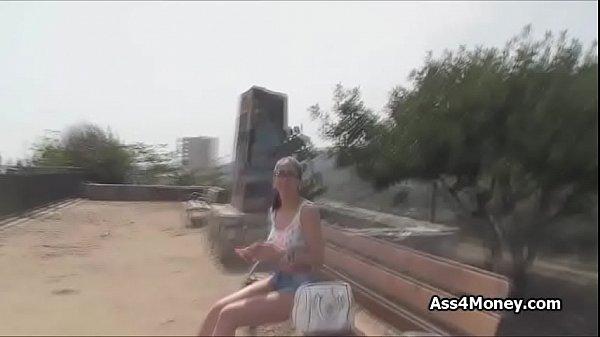 Смотреть красивых женщин в бикини на море
