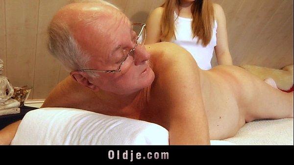 Фото старухи дают молодым порням