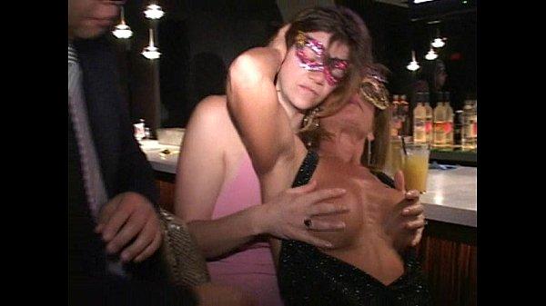 Пьяная жена сосет у другого