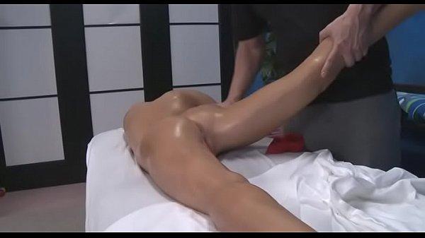 Секс с молодой девушкой в бани