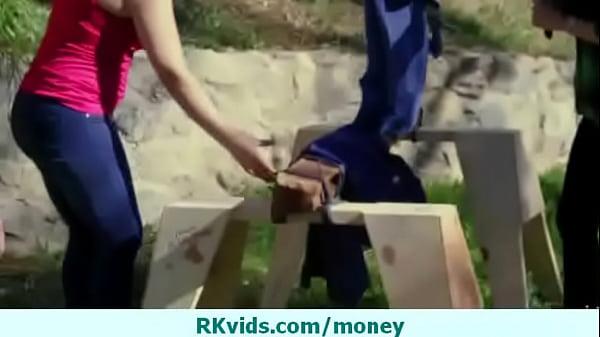 Молодой ебарь видео окучивает русскую блядь