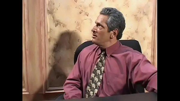 domashnee-onlayn-porno-s-dialogom-video-konchil-v-dirochku