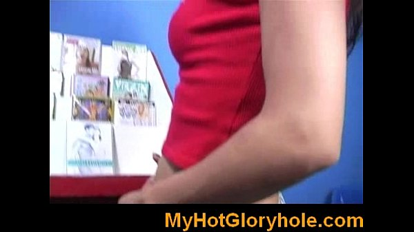 Лесби со страпоном и фистингом в чулках порно видео