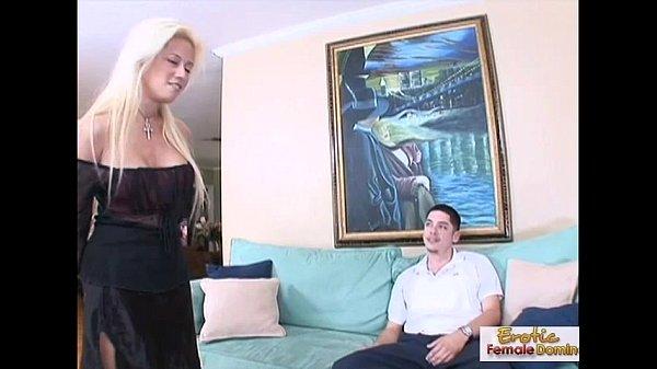 Женщина страпонит жестко подругу