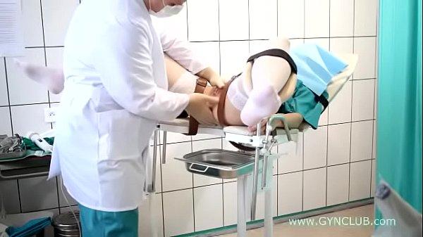 В-чулках на осмотре гинеколога видео