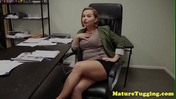 porno-roliki-zhenskiy-ogromniy-chlen-v-pope-video