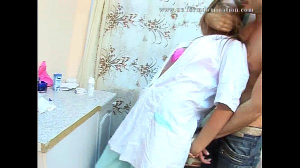 Похотливый врач трахнул блондинку