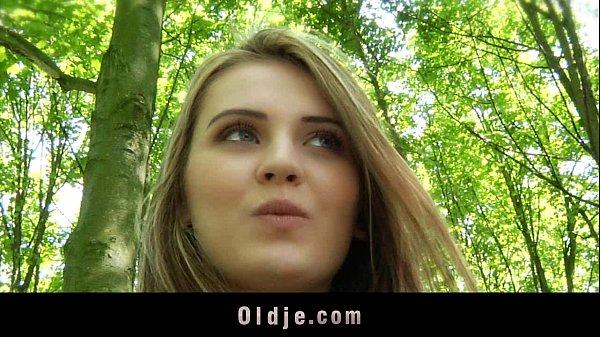 Ебля молодых в лесу