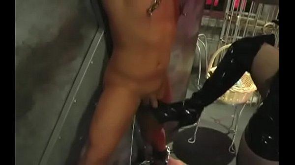 Блондинку отъебали в дырки