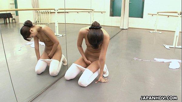 Film bokep Asian ballerina has an itch she has to rub gratis