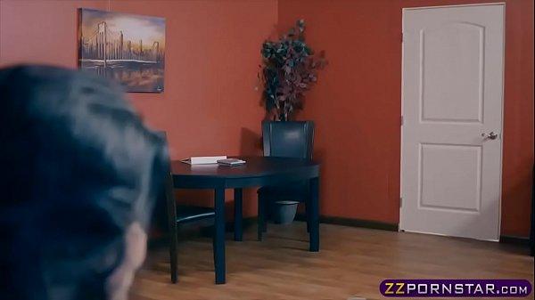 Секс с грудастой красоткой в офисе