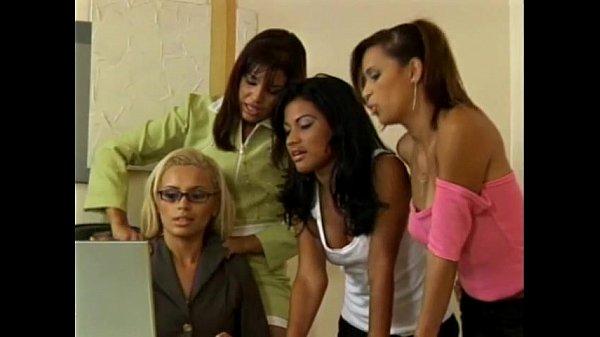 Лесбиянски с большими сиськами