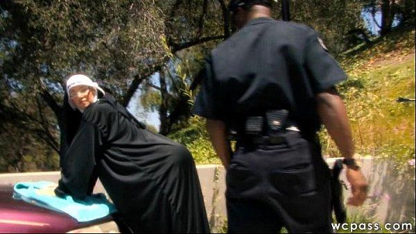 Девушки в полицейской форме групповуха