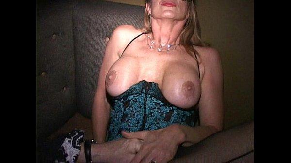Частное непрофессиональное фото оголившейся русской жены