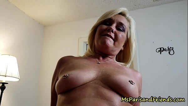 Порно тётя даёт плимянику в зад