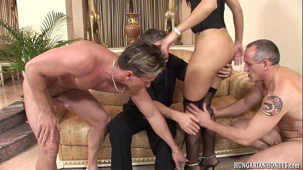 Порно групповой белье