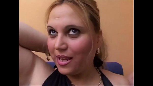 Сейчас порно зрелая моется