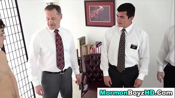 Видео про геев в машине