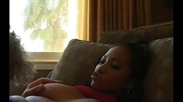 Порно видео девушка мастурбирует во время месячных