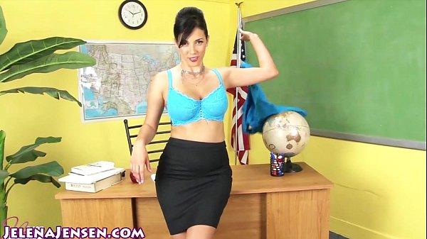 Учительница обучает учеников мастурбации