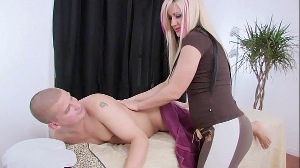 Смотреть порнуху онлайн массажист ебет клиентку