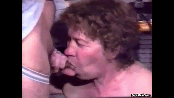 Групповое порно зрелых женщин в чулках