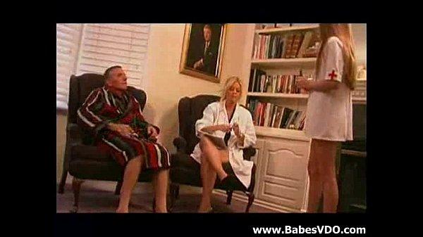 Смотреть женщина врачь делает порно массаж парню
