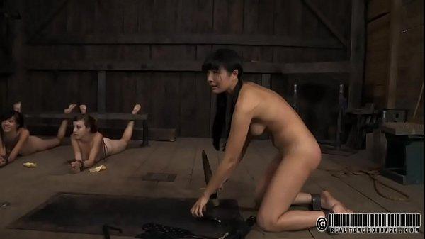 Стоя мастурбировала и кончила слизью