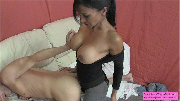 Секс в юбке и колготках с длинноногими