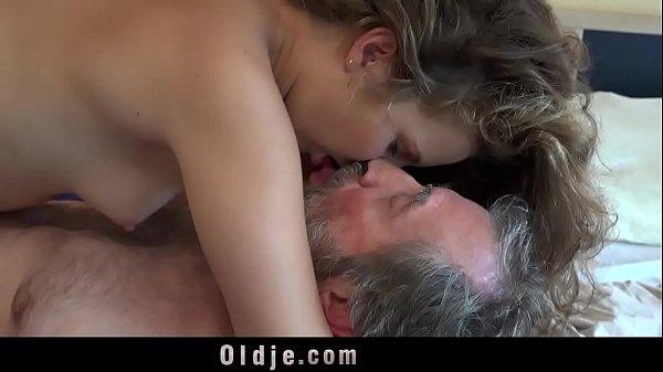 Порно видео большие мега члены рвут пизду