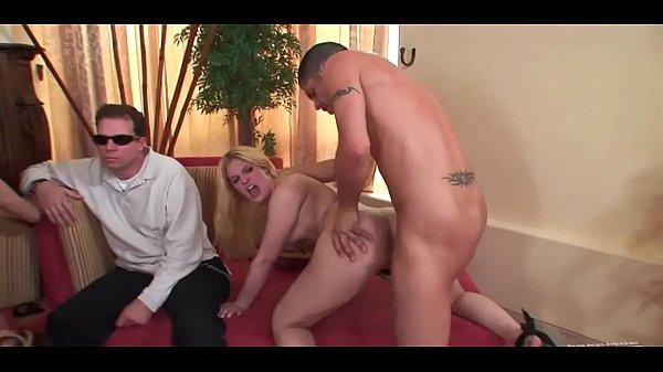 Порно онлайн слизывание спермы куколд