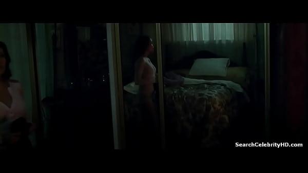 Крсавица мастурбирует на порнофильм