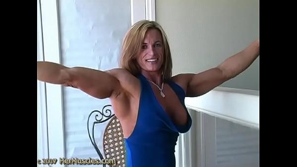 Качаем мышцы груди женщины