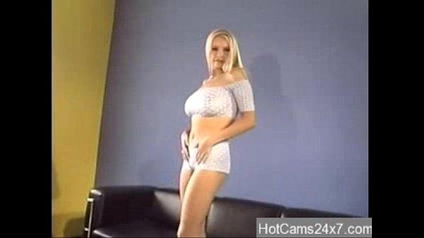 Порно видео шикарный миньет в машине