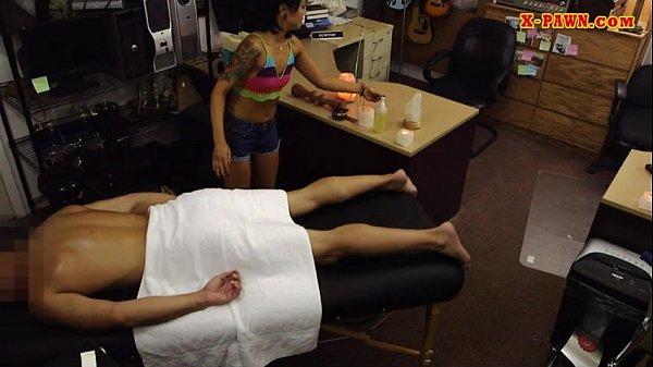 Парень круто отодрал девушку на массаже