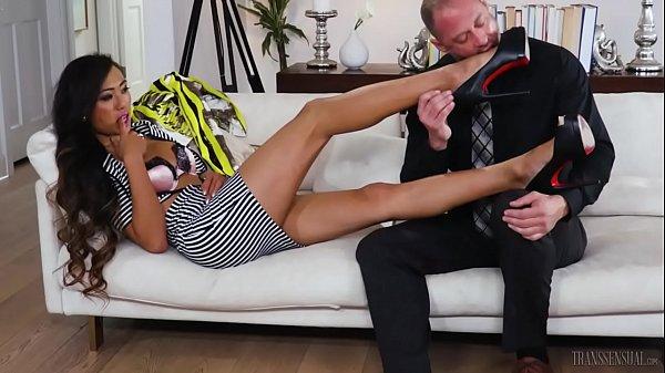 Привел мужика домой чтоб выебал жену русские
