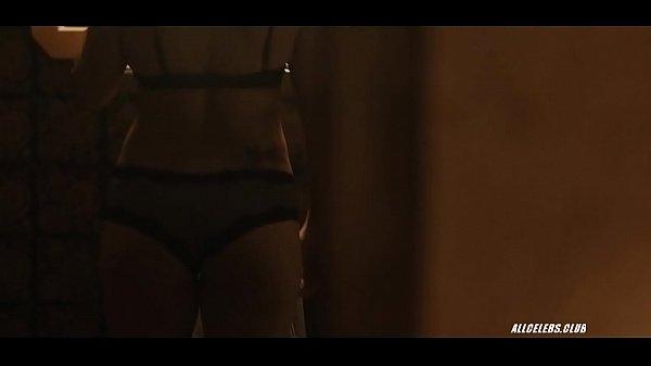 Илона мастурбирует порно видео