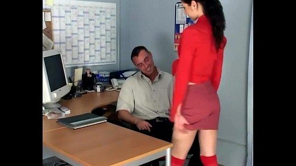 Секс с худой брюнеткой в чулках