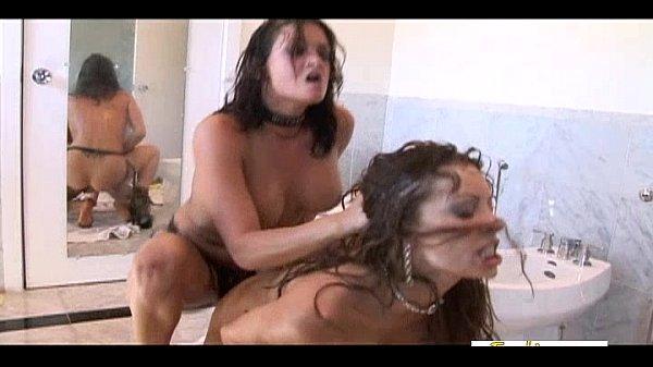 Лезбиянки оргазм струей