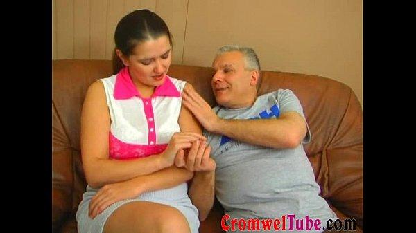 Порно с русской зрелой бабой в квартире