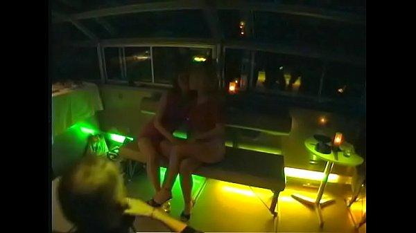 Порно на катере видео