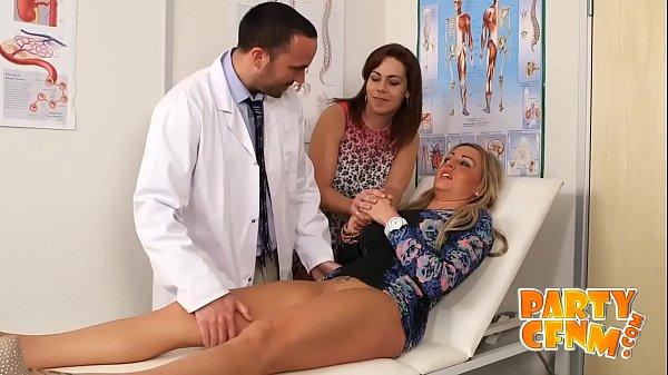Blonda Ajunge La Ginecolog Si Acesta O Fute In Pasarica