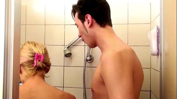 Порно онлайн мама подмывается