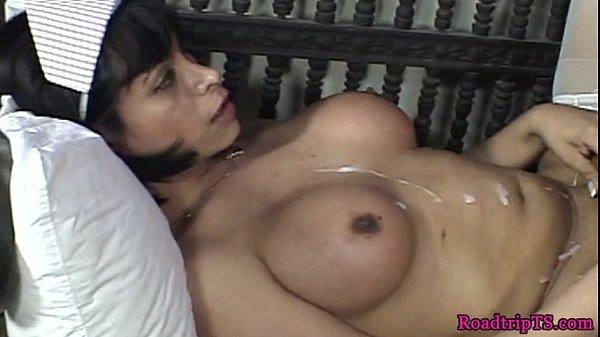 Красотка любит баловаться с мокрой вагиной