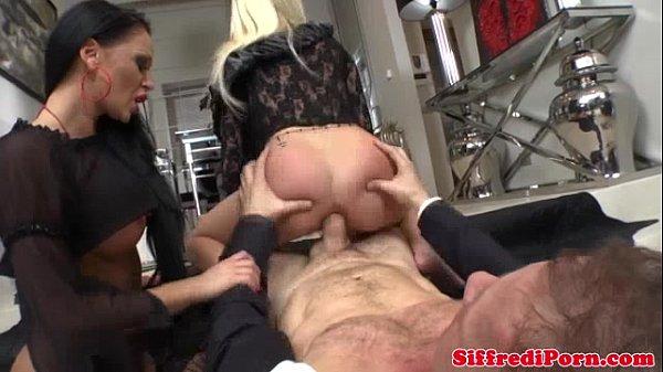 Молодой кулингиус с пожилой толстой видео, лезбиянки стипзизршы
