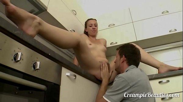 Секс супругов на кухне