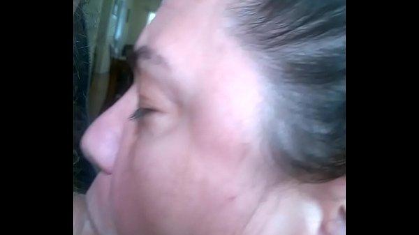 Жена начала сосать